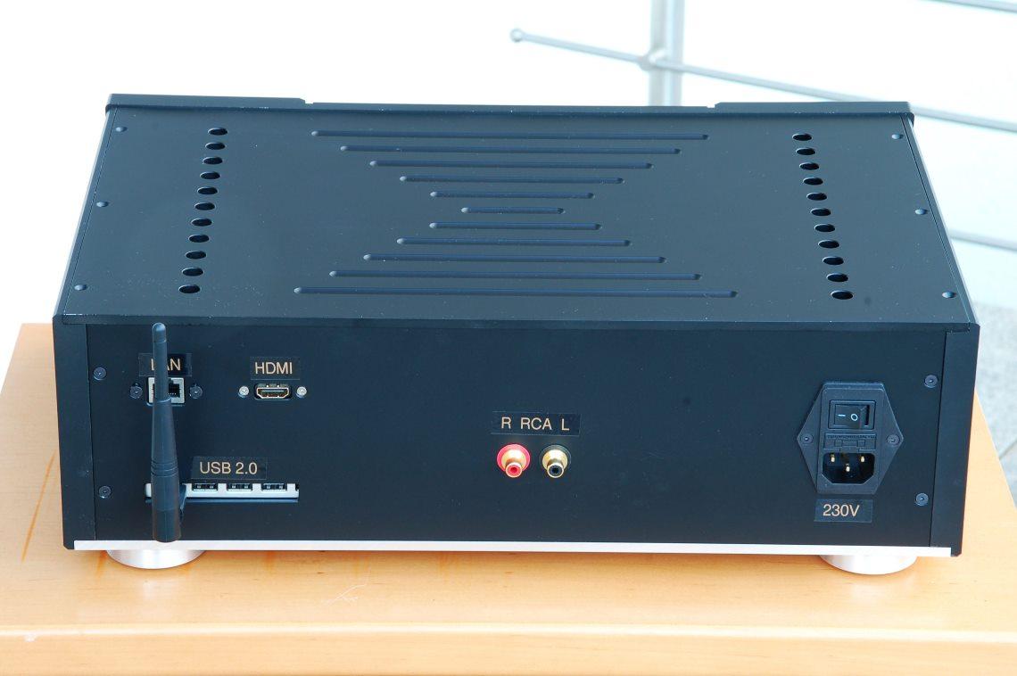 Weissbauer Community Projekt Ansicht von hinten mit HDMI Ausgang, USB-Ports, LAN, WLAN, RCA und Stromanschluss.