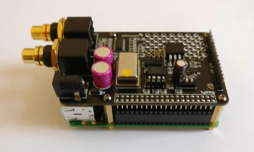 Audiophonics I-Sabre V3 DAC on top of a Raspberry Pi.